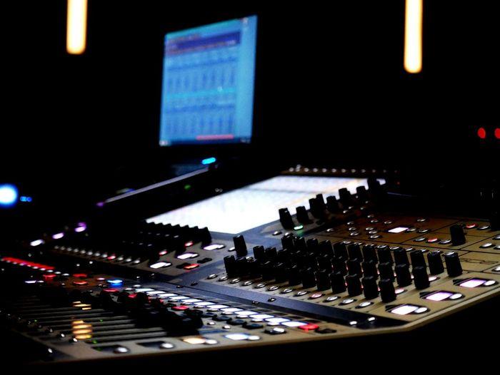 Close Up Technology Prueba de sonido en Ahora el Musical. Sound Mixer Sound Recording Equipment Technology Arts Culture And Entertainment EyeEm Gallery Eyemphotography EyeEm Best Edits EyeEm Best Shots Eyeemphotography EyeEmBestPics EyeEm En Ahora el Musical.