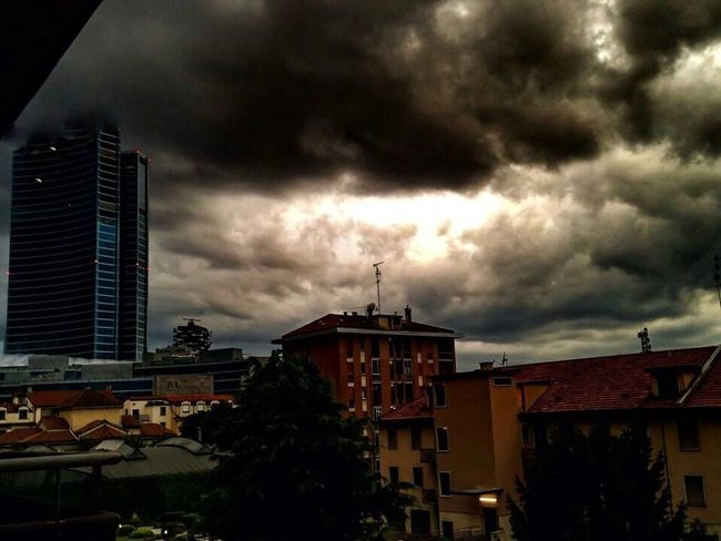 Rain or not rain,this is the problem 🌩☔️🌪 EyeEm Gallery EyeEmBestPics Urban Landscape Light And Shadow Eye4photography  EyeEm Best Shots - The Streets Dramatic Sky Sky And Clouds Landscapes With WhiteWall Cloudporn #skyporn #beautiful #bestskysever City Lights EyeEm Best Shots - Architecture Urban Photography Nature Photography EyeEm Nature Lover EyeEm Best Shots - Nature Sky And City EyeEm Best Shots - Landscape Cloud Formations Black Clouds Sky Photography Black Sky WeatherPro: Your Perfect Weather Shot EyeEm Best Shots Modern Architecture