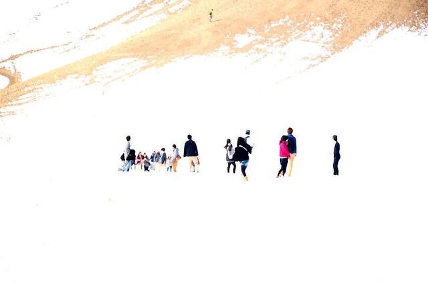 Winter Snow Cold Temperature Full Length People Nature Beauty In Nature Outdoors Non-urban Scene Dune 鳥取砂丘 Snap Snapshot Snapshots Of Life EyeEmNewHere Nikonphotography Walking Around Trip White