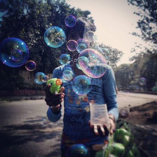 Streetphotography Mobilegraphyclick Bandra Traffic Signel Sunday Morning The Bubblegun Childhood Memories