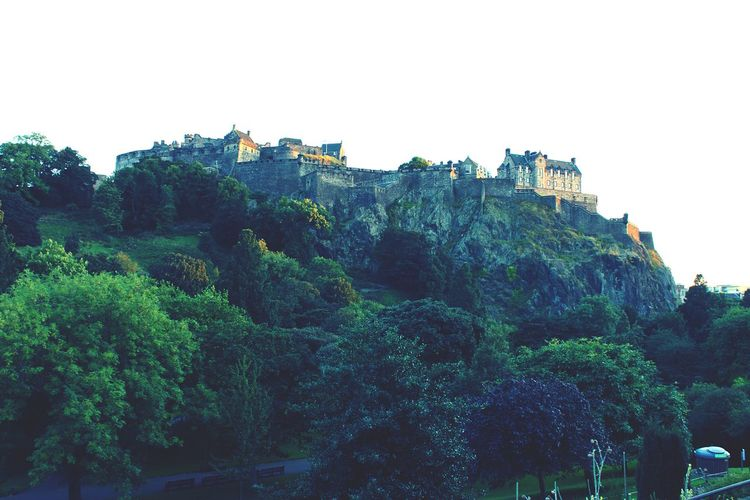 Edinburgh Castle Scotland at sunset. Architecture Built Structure Building Exterior Castle Scenics Mountain Sky Green Color Tranquility Beauty In Nature Lush Foliage History Outdoors BuildingPorn Architecture Scotland Edinburgh Castle