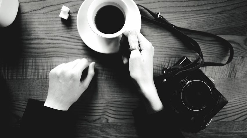 Photogirl Coffee Cup Coffee - Drink Human Hand Table Drink Human Body Part Refreshment Cup One Person Holding Human Finger Food And Drink Indoors  Saucer Wood - Material Women Real People Tea - Hot Drink Freshness Close-up