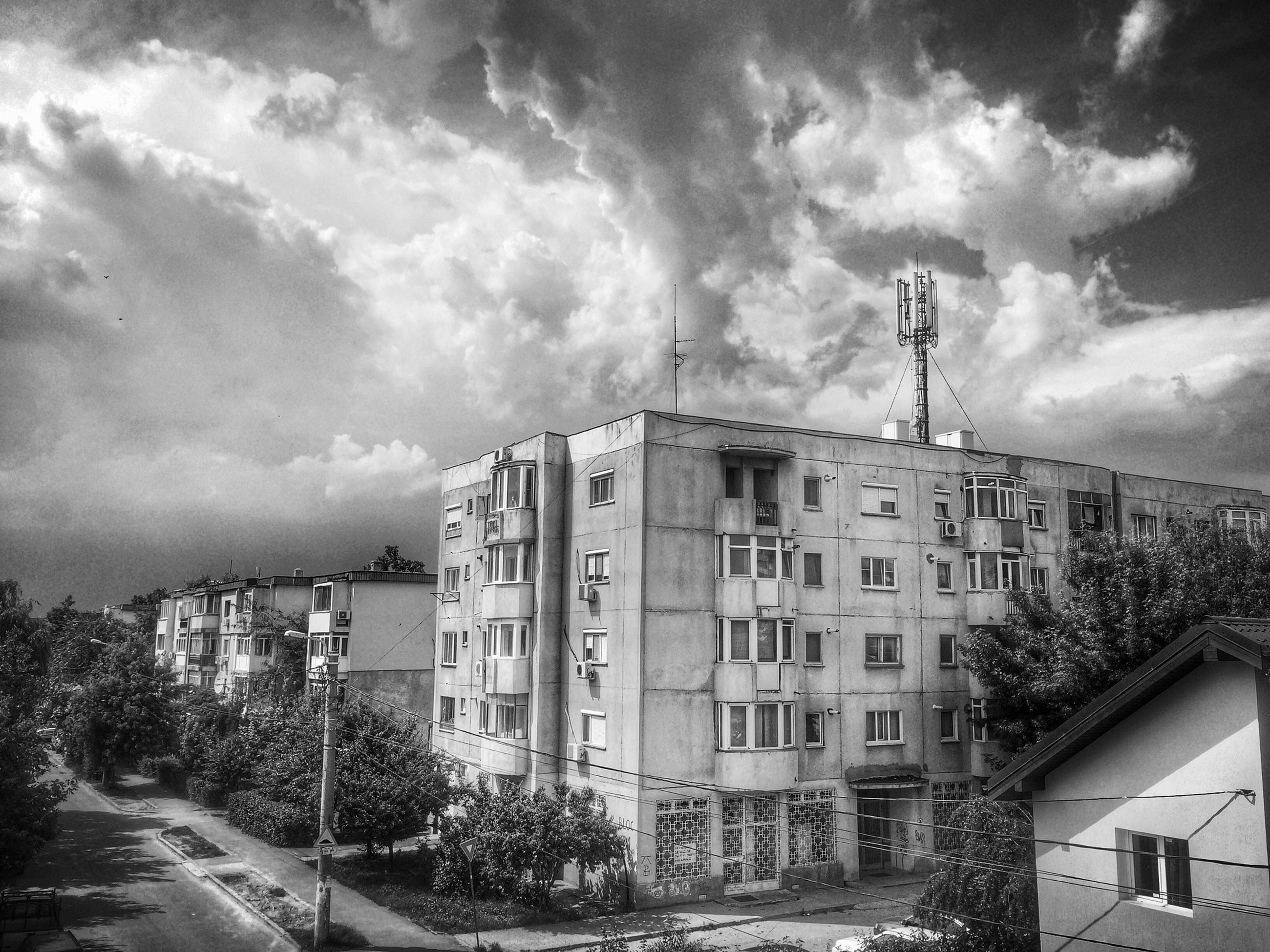 building exterior, architecture, built structure, sky, residential building, residential structure, cloud - sky, house, tree, city, residential district, cloudy, building, cloud, outdoors, day, no people, window, street, road