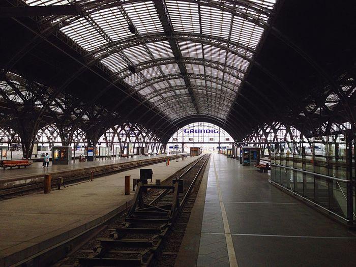 Leipzig Hauptbahnhof Glas Stahl Schienen Grundig Werbung