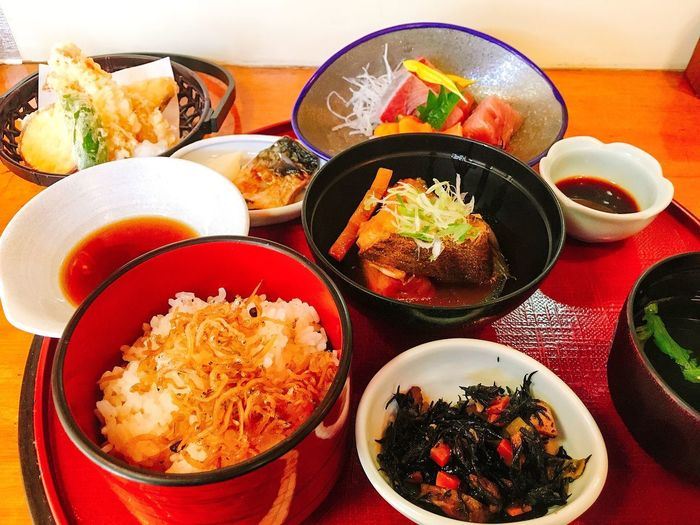 Lunch in Osaka Japanese Food Lunch Food And Drink Food Bowl Healthy Eating Plate Indoors  Serving Size Seafood Ready-to-eat Rice - Food Staple Freshness Variation Close-up