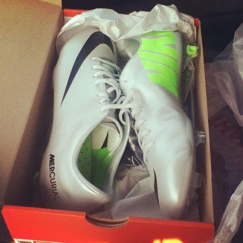 Finally got my new babies<3 Mercurials Vapors Cleats Soccer beautiful