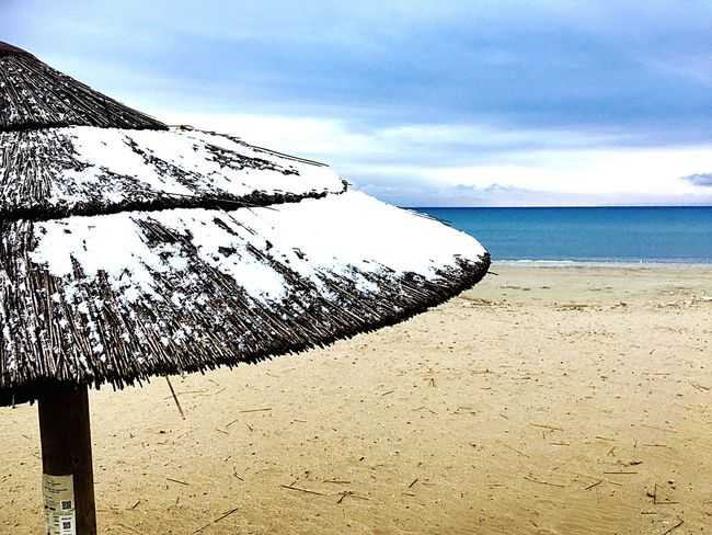 Sea Sky Nature Scenics Beauty In Nature Horizon Over Water Tranquility Tranquil Scene Beach Water Outdoors Cloud - Sky Day Sand No People Cold Temperature Vacations Snow Beach Snow ❄ Cold Winter ❄⛄ Cold Morning Cold Weather Beach Umbrella Cold Days Cold