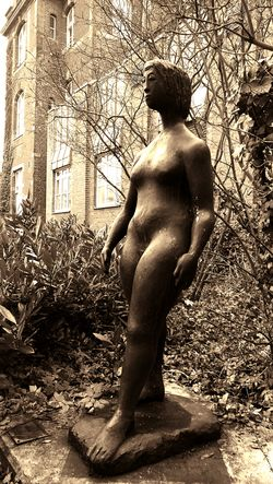 Statue Berlin Westend Woman Adapted To The City The Secret Spaces Art Is Everywhere