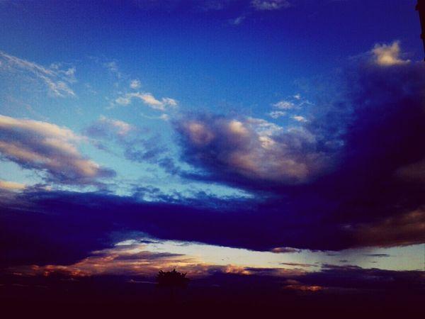 Obrigada Senhor por mais um excelente dia! Enyoing The View  Clouds And Sky Amazing Thanks God
