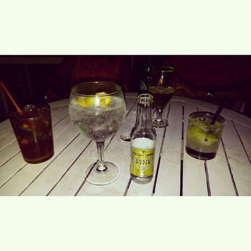mojitos, gins, caipiroskas* Nightbeachclub Chillout