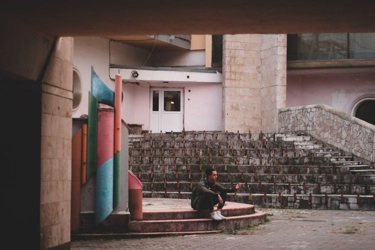 Urban Urbanphotography Urban Geometry Ussies Hipster HipHop Brutalism Brutal_architecture Brutalistarchitecture Brutalarchitecture Boy Takingpictures Colorfulbuilding