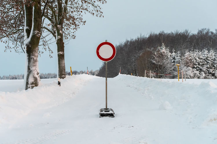 Road closed due to bad snowy weather codnitions Tree Snow Cold Temperature Winter Sign Road Sign Road Plant Communication No People Day Covering Transportation Nature Land White Color Guidance Beauty In Nature Field
