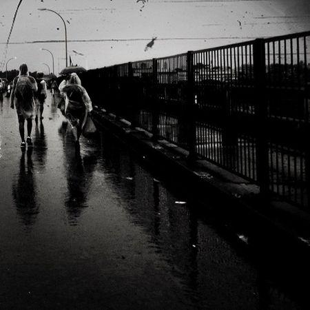 Rain Blackandwhite Peoples Pontedaamizade Paraguay Brasil Caminantes