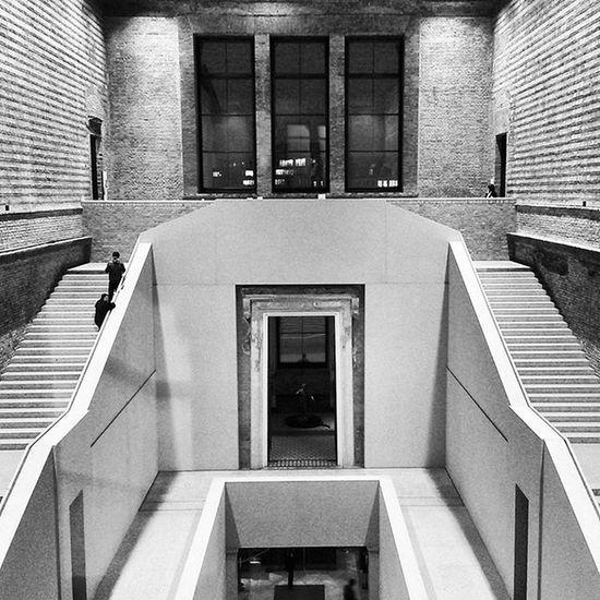 Warum ich es liebe. Stairs Stairways Staircase Museum Neues Museum Blackandwhite Black And White Museumsinsel Museum Island New Museum Museum Architecture Architecture Museum Life