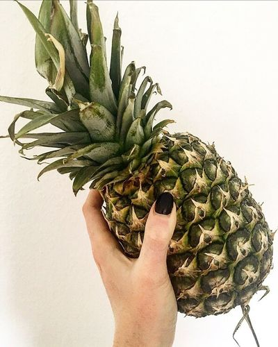 Pineapple Human Hand Fruit Human Body Part Healthy Eating Food Holding One Person Close-up Healthy Lifestyle Leaf Vegetarian Food Green Color Freshness People Agriculture White Background Adult Adults Only Only Women Visual Feast