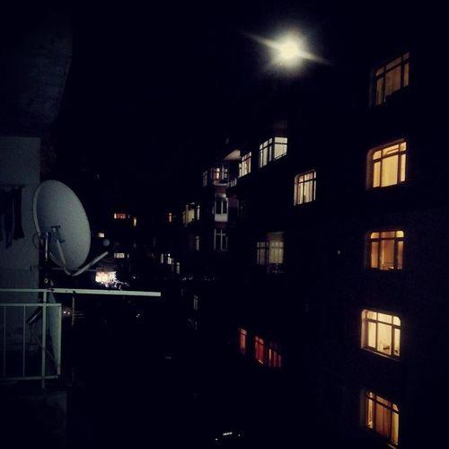 İstanbul da dolunayli bir gece, sabah staj başlar. Hadi bakalim İstanbul benim için kesende neler var göreceğiz... Yenisehir Yenihayat Istanbul Gece dolunay newcity newlife night moonligt