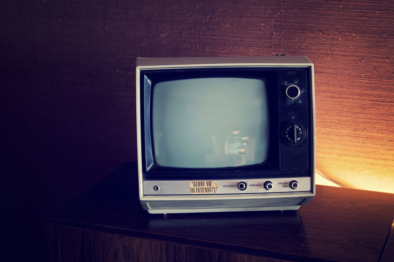 television set, technology, indoors, communication, old-fashioned, retro styled, broadcasting, table, device screen, no people, the media, television industry, close-up, information medium, day