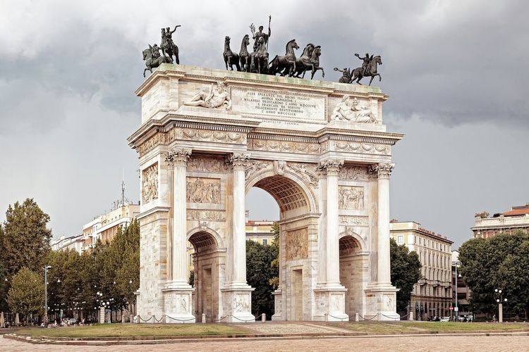 Arco della pace against cloudy sky