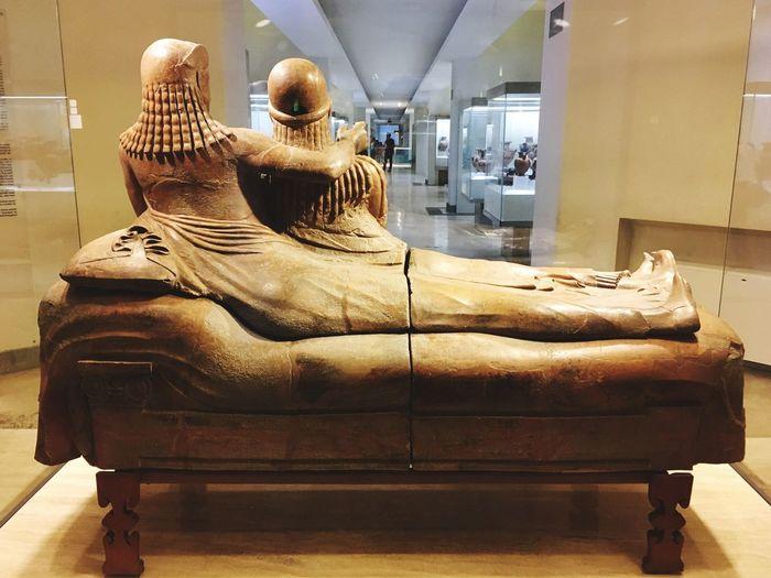 Il sarcofago degli sposi Arteetrusca Museoetrusco Ancientart Loneexplorer Museum Lostinrome VillaGiulia La Grandebellezza Arte Masterpiece Beautiesofrome