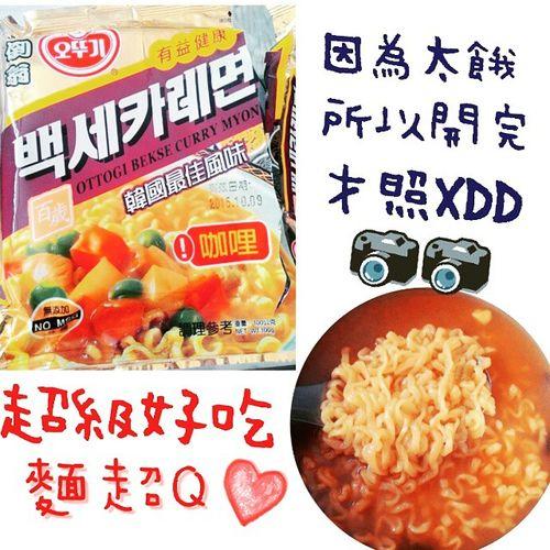 這是之前聖誕節換到的禮物 現在才在吃😂 @ABOUTPEI_JUN 真的好好吃阿👅👅💜 韓國 泡麵 咖哩 口味