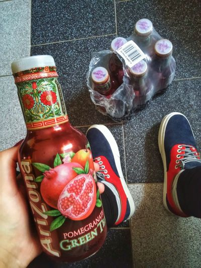 arizona szerelem :3 Taking Photos Hi! Hello World Drink Drinking Drinks Arizona Tea Tea Greentea Like4like Picoftheday Vans Girl Vansera Shoe Follow4follow Summer Pomegranate Fruit Love FavoriteDrink Weekend Saturday Newshoe Legs