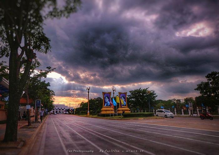 ฟ้ า ร ะ เ บิ ด | Twitter @Tae_Photography Relaxing Taking Photos Enjoying Life Walking Around Freedom Nature EyeEm Best Shots Fujifilm X-m1 Sky And Clouds Sunset