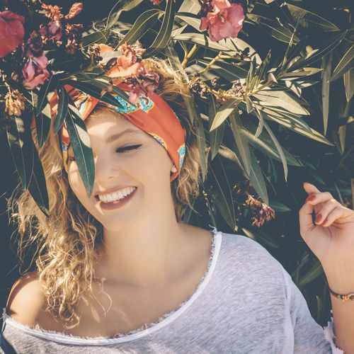 Leisure Activity Headshot Lifestyles Leaf Smiling Tree Young Women Person Front View Young Adult Plant Green Color Looking At Camera Fashionable Day Outdoors Nature Beauty Fashion Girls Model Shoot Woman Portrait Woman Portraiture Model Photography Models Photo