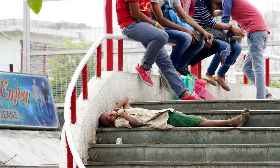 Delhi Stairs Teenagers  Homeless Outdoors Real People Rich Kids Sleeping Streetkid