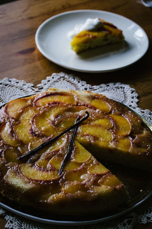 Peach tarte tatin with vanilla Dessert Rustic Tarte Tarte Tatin Vanilla Bean Baking Cake Close-up Day Food Food And Drink Freshness Indoors  No People Peach Peaches Plate Ready-to-eat Sweet Table Vanilla
