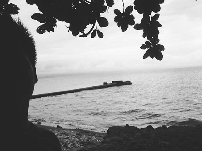Admiring the beauty of it all. Even in Black and White Escapade Sea Ocean DDBnW Ddblacknwhite DDBxW Vscocam Vscocamph VSCOPH Vscophile Iger