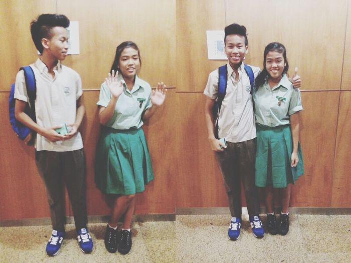 Didn't expect my first time meeting her to be in our school uniforms ?