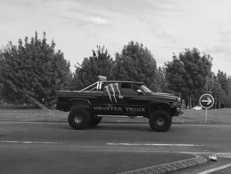 Monster Dodge Rond Point Dodge Ram Pickup Truck  Pickup Essonne American Cars