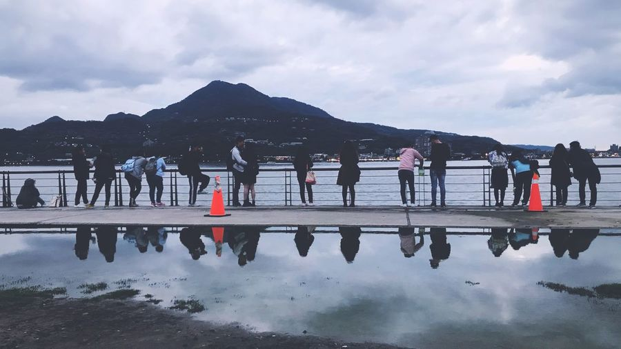 Beautiful Travel 写真好きな人と繋がりたい The View And The Spirit Of Taiwan 台灣景 台灣情 EyeEm Best Shots Water Sky Cloud - Sky Mountain Group Of People Nature Reflection Real People Crowd Large Group Of People Men Lake Day Mountain Range Beauty In Nature Women Waterfront Lifestyles Outdoors EyeEmNewHere