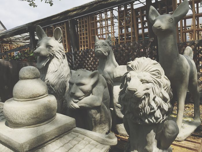 Garden Center Garden Store Lawn Ornaments Spring Fake Ménagerie Animal Statue Concrete Stone Yard Ornaments Deer Dogs Statue Gargoyle Lion Lion Statue Fake Deer