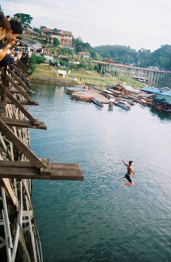 Jump Water People Bridge Village Alone Filmneverdies