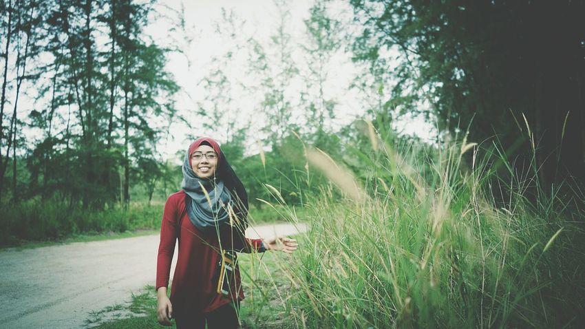 Hanging Out Hijabbeauty Potrait Of Woman Potrait_photography Woman Portrait Rx1r ConeyislandLove Hijab