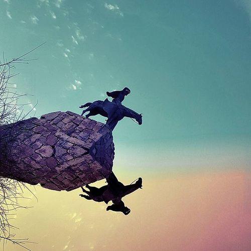 Me gusta el arrrrrte colorido, especialmente en un día gris cubierto de laburo. Buen dia para tod@s!! Gaucho Caudillo Colors Colores Picoftheday Monumento Estatua Statue Reflection Reflejo Ravine Instagood Art Cool Awesome Baescultural Skyporn Sky Cielo Belgrano Walking Urbanexplorer Loves_buenosaires Loves_argentina Ig_buenosaires igers_argentina guemes thecreative