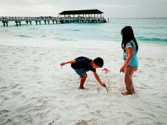 pulau redang, malaysia Beach Land Real People Childhood Sea Child Family Sand Lifestyles Leisure Activity Two People Water Full Length Women Togetherness Bonding Girls Love Rear View Females Positive Emotion Innocence Sister Outdoors