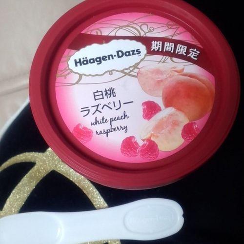 んーまい( ´﹀` ) ハーゲンダッツ 白桃 ラズベリー 期間限定 美味しいアイス