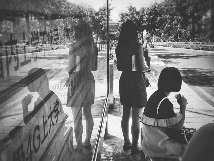 Hi! Taking Photos EyeEm Gallery Hello World From My Point Of View EyeEm Reflection Reflection_collection Reflection Photography Bus Station Black And White Blackandwhite Black And White Collection  Black And White Photography People Symmetry Symmetrical Streetphotography Street Capture The Moment Catch The Moment