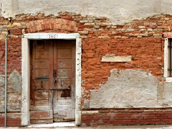Masks of Venice: Door to a City's Soul - https://youtu.be/mIjifE3J6tM Architecture Architecture_collection Doors Masks Streets Of Venice The Week On EyeEm Venezia Venice, Italy Windows To The Soul Architecture Brick Wall Building Exterior Built Structure Door Doors And Windows Doors And Windows Around The World Doors With Stories Doorway Entrance Weathered Windows Windows And Doors Windows_aroundtheworld