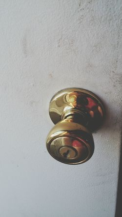 Showcase: February Door Door Knob Brass Gold Reflection 43 Golden Moments
