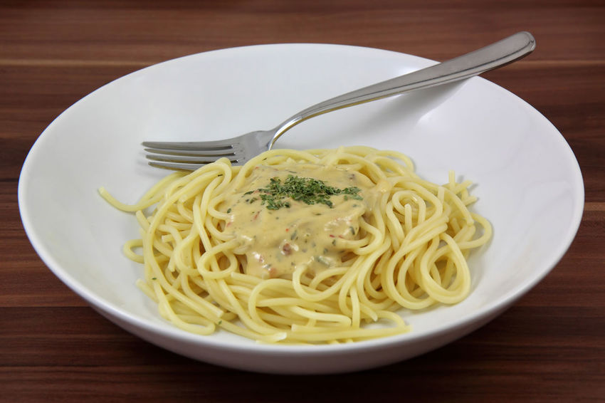 Dinner Essen Food And Drink Spaghetti Bowl Close-up Day Diner Food Food And Drink Fork Freshness Healthy Eating Indoors  Italian Food Kohlenhydrate No People Nudles Pasta Plate Plates Ready-to-eat Restaurant Table