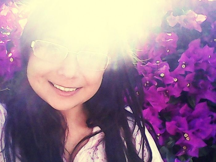 Sun in my face, flowers in my back. Taking Photos Selfies Just Smile  Selfie Ready Happy