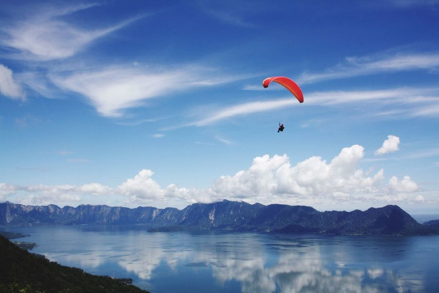 """""""I belive i can fly""""Paralayang, puncak lawang. West sumatera Fly Paralayang Westsumatera INDONESIA Sport Visitindonesia Wonderful INDONESIA Photography Landscape"""