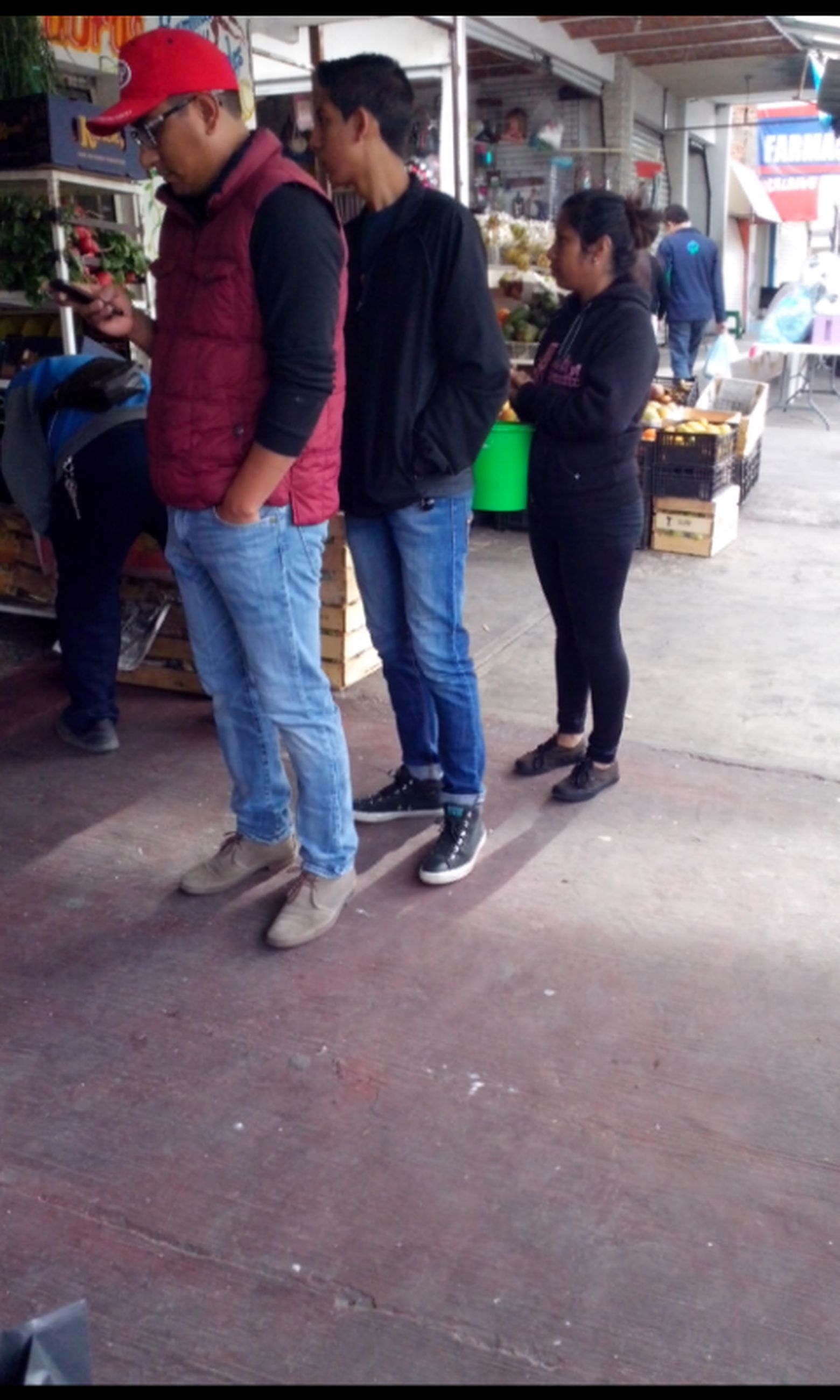 full length, lifestyles, casual clothing, leisure activity, childhood, men, togetherness, boys, walking, girls, person, street, elementary age, standing, city life, fun, enjoyment