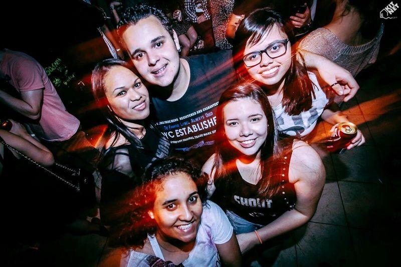Kitnet Party Friends
