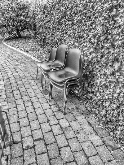 129/365 Stühle sitzen auf Stühlen! Ha! Wie pervers! (Ja, das ist aber sowas von geklaut und verändert das Zitat) Chair Outdoors Furniture Seat Relaxation Day No People Nature Eyeemgermany Bilsbekblog Photo365 Photooftheday Sorcerer86 IPhoneography Iphone6 Eyeempinneberg