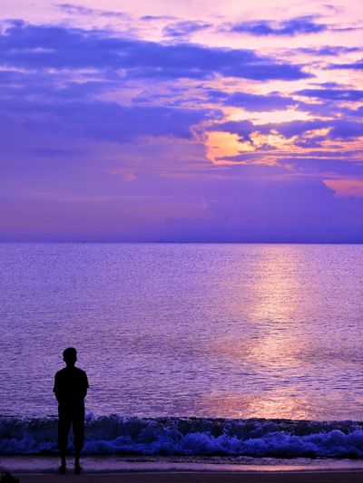 Even if the world against you. The light always be there for you. Silhouette Sunset Sea Water Beach Purple Beauty In Nature One Person Scenics Outdoors Horizon Over Water Sky Adult Live For The Story People Standing Night Nature Men Real People Bestoftheday Best EyeEm Shot EyeEmNewHere EyeEm Nature Lover EyeEmBestPics