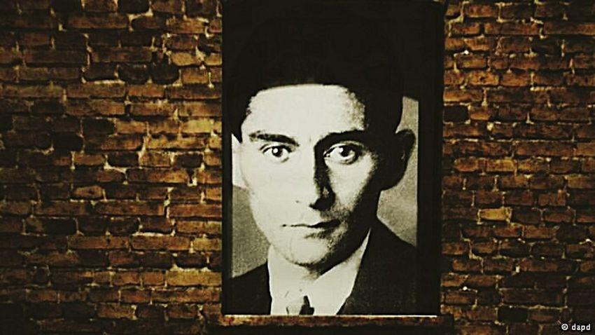 E Kafka tinha uma ratazana que cantava para ele toda madrugada... Aos mundos possiveis deu o sim aos movimentos metamorfoseantes. Sua intercessão é Pensamento. Kafka Mine Filosofía Literatura Josefina Mundospossiveis